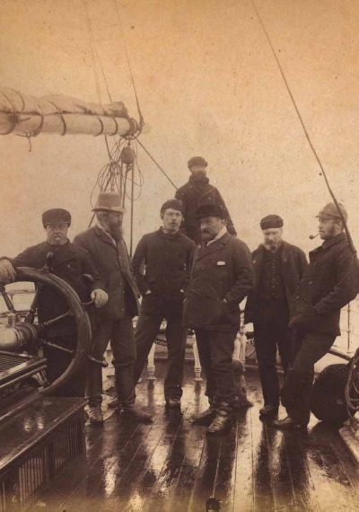 Capt. D.Gray, Mr. Leigh Smith, Dr. Conan Doyle, Capt. John Gray, G.Walker, Dr. Neal на корабле, Гренландия, 1880 год